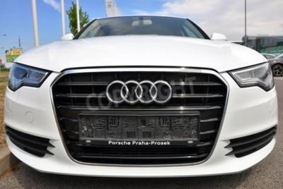 Väggdekor PRAG, TJECKIEN, 2015/08/02 - helt ny vit Audi A6 parker framför bil Butiks Audi