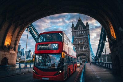 Väggdekor Red double decker bus at the Tower Bridge in London