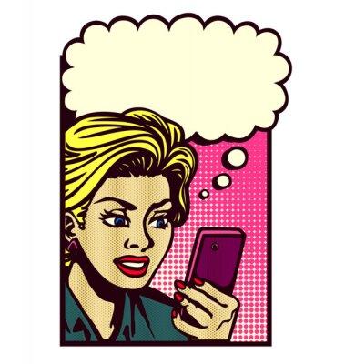 Väggdekor Retro serietidning stil kvinna tittar på smartphone, sms, läsa SMS, sms, och tänker med anförande bubbla tappning vektor popkonst illustration
