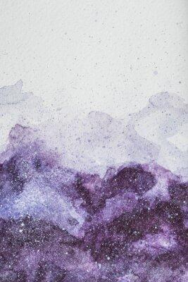 Väggdekor rymdmålning med lila akvarellfärg på vit bakgrund