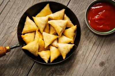 Väggdekor Samosas - Populära indiska friterade snack med potatisfyllning och täckt med knaprig skorpa