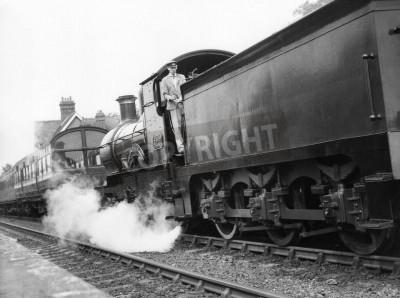 Väggdekor Sheffield Park, England - circa 1972 - ett ånglok drar ett persontåg i Sheffield Park station på Bluebell Banan järnvägs bevaras.