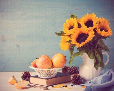 Väggdekor Solrosor bukett i vit vas med äpplen