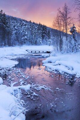 Väggdekor Soluppgången över en flod i vinter nära Levi, finska Lappland