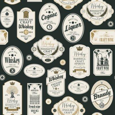 Väggdekor Sömlös vektormodell med collage av etiketter för olika alkoholhaltiga drycker i retrostil med inskriptioner av whisky, sprit, konjak, vin, konjak.