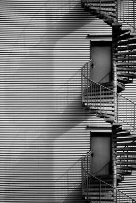 Väggdekor Spiraltrappa / En spiraltrappa och brandstegen av en industribyggnad