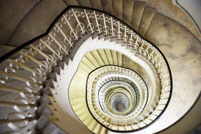 Väggdekor Spiraltrappa i det inre av en hög byggnad