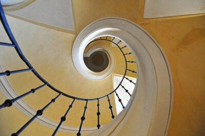 Väggdekor spiraltrappor arkitektoniska element i en historisk byggnad
