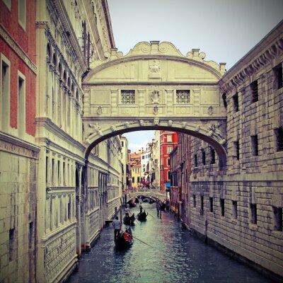 Väggdekor Suckarnas bro i Venedig med gondoler