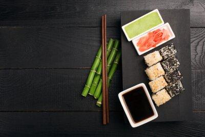 Väggdekor Sushi roll med fisk