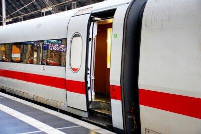 Väggdekor Tåg på stationen med dörren öppen