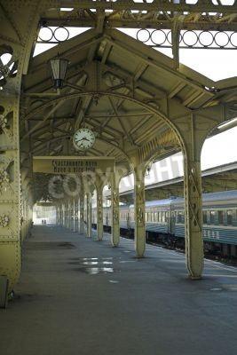 Väggdekor Tågstation - 5 - tågstation plattform med en hängande klocka,