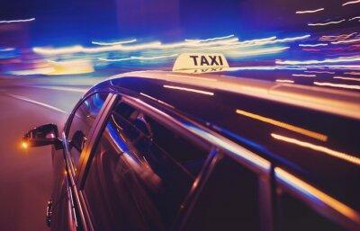 Väggdekor Taxi tar en vänstersväng på natten