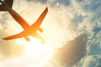 Väggdekor Tonat foto av kommersiella flygplan i solen