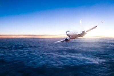 Väggdekor Trafikflygplan flygande flygplan över moln