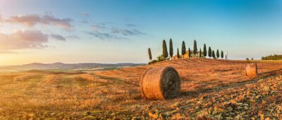 Väggdekor Tuscany landskap med bondgård i solnedgången, Val d'Orcia, Italien