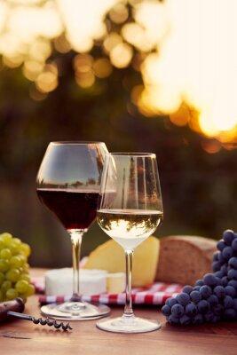 Väggdekor Två glas vitt och rött vin