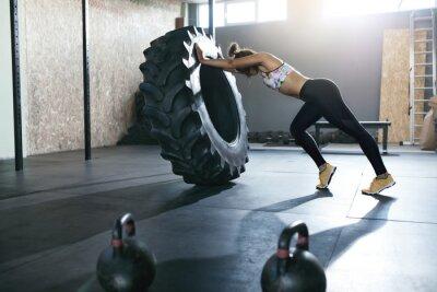 Väggdekor Tyngdlyftning. Idrottsvaktsträning Med Crossfit Hjul På Gym