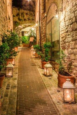 Väggdekor Vacker inredda gata i liten stad i Italien, Umbrien