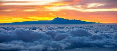 Väggdekor Vackra Cloudscape med Teneriffa på bakgrunden på soluppgången i Spanien