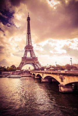 Väggdekor Vackra Eiffeltornet i Paris Frankrike i enlighet med gyllene ljus