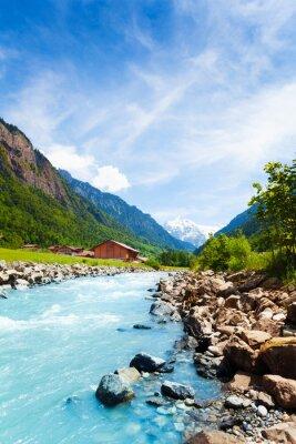 Väggdekor Vackra schweiziska landskapet med flod ström