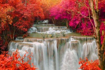 Väggdekor Vattenfall i djup regnskog djungeln (Huay Mae Kamin vattenfall i