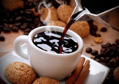 Väggdekor versare il caffè caldo nella Tazzina bianca