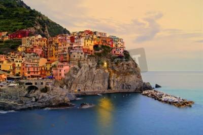 Väggdekor Village of Manarola, Italien på Cinque Terre kusten vid solnedgången