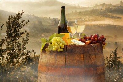 Väggdekor Vitt vin med fat på vingård i Chianti, Toscana, Italien
