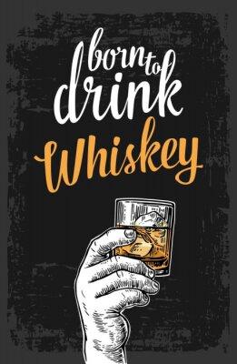 Väggdekor Man hand som håller ett glas med whisky och isbitar. Årgång vektor gravyr illustration för etikett, affisch, inbjudan till en fest